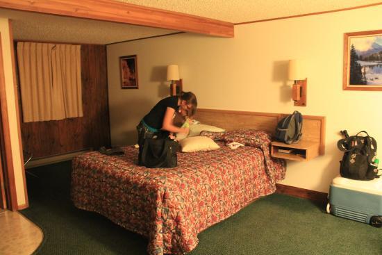 Lone Eagle Lodge: Bed