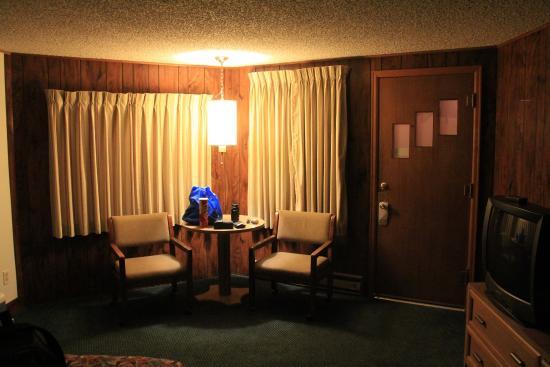 Lone Eagle Lodge: Entry