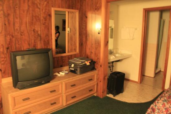 Lone Eagle Lodge: TV