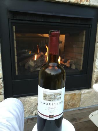 Φόρεστβιλ, Καλιφόρνια: Fireplace from patio