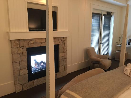 Forestville, CA: Room Fireplace