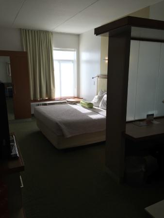 SpringHill Suites Cincinnati Airport South: Large and clean king size bed