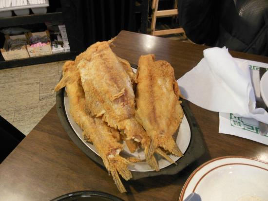 Maquoketa, IA: Bluff Lake Friday night catfish family style/all you can eat