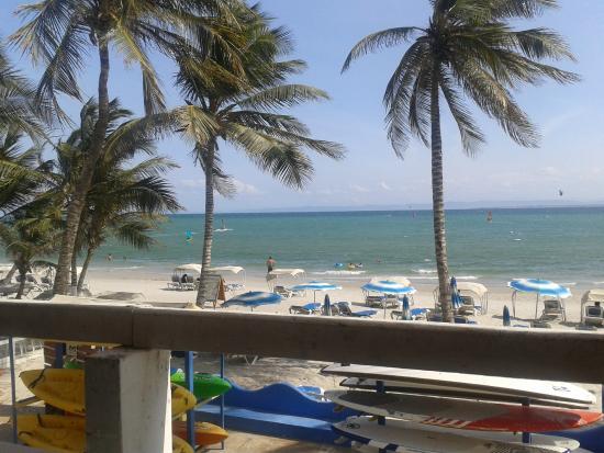 Hotel Surf Paradise: Area del restaurante con vista a la playa