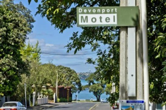 Devonport Motel: View from road showing proximity to beach