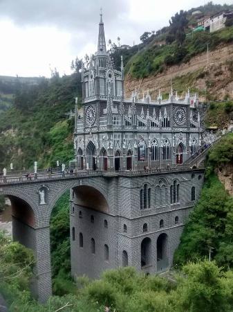Santuario de Las Lajas: realismo magico las lajas nariño