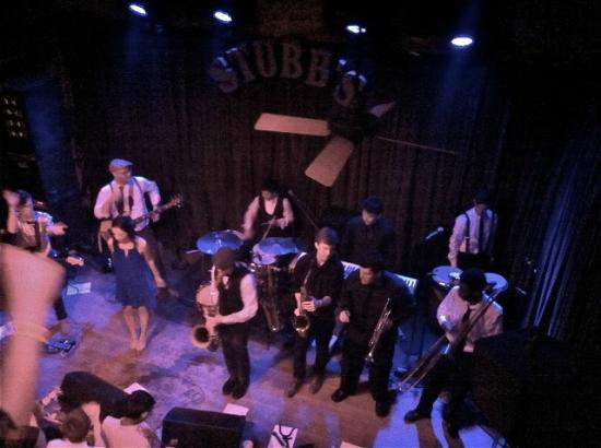 Stubb's Bar-B-Q: The Bare Feat on stage rockin sold out Stubb's