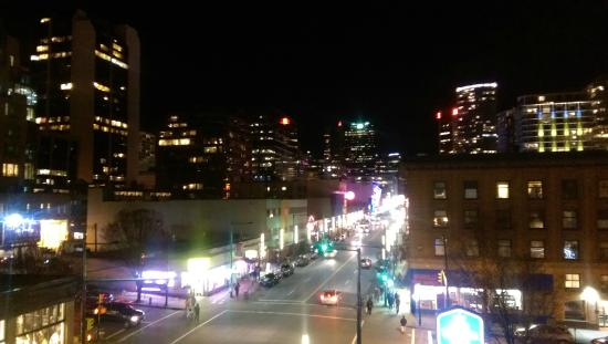 Best Western Plus Chateau Granville : View of Granville St @ night