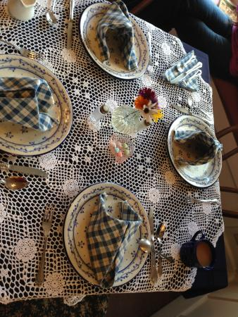 Heritage Inn B&B: Adorable table settings!