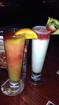 Red Lobster : Try either one of these drinks!!! Tasted amazing. Bahama mama or the sunset passion colada.