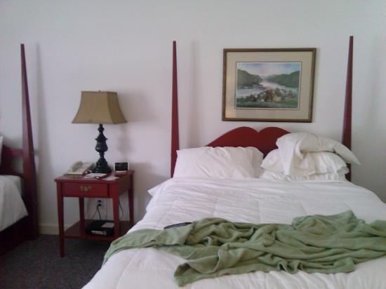 The Country Inn of Berkeley Springs: our room