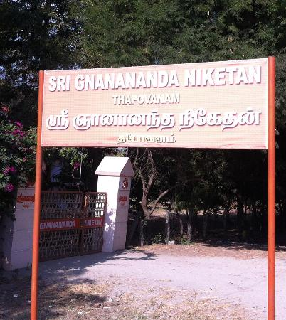 Villupuram, Indien: The Entrance to Sri Gnananda Niketan, Tirukoilur