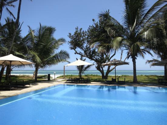 Lantana Galu Beach: Pool & Beach
