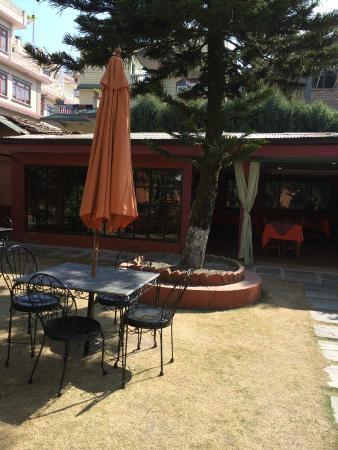 Shechen Guest House : The garden restaurant