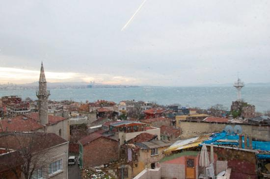 Emine Sultan Hotel & Suites: View from room for a breakfast