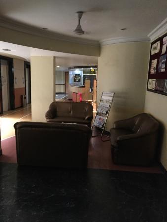 Hotel Dhammangi Comforts: Lobby / Reception