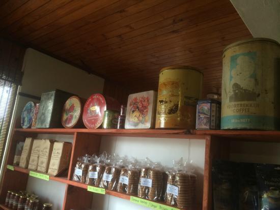 Stormsvlei Farm Stall & Restaurant: colleción de Latas antiguas