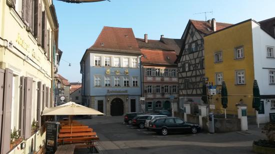 Alt-Ringlein: Blick vom Fuße des Domebergs auf das Hotel