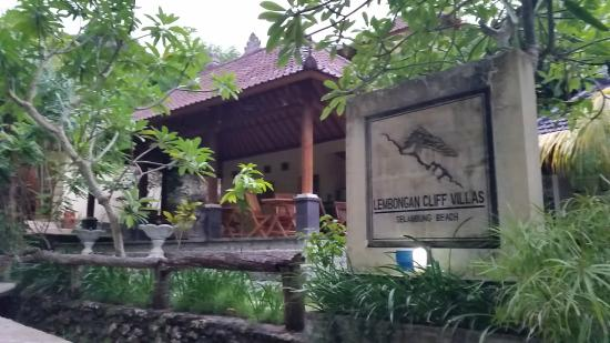 Lembongan Cliff Villas: The front of the hotel