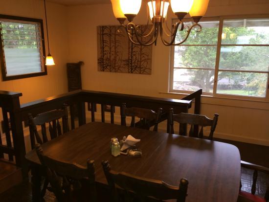 Shaka Shak: Well-decorated dinning room