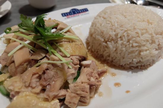 Bugis Street Brasserie: Hainanese chicken rice(海南鶏飯)