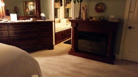 Cozy Rose Inn: Suite Surrender