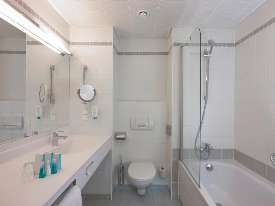 Austria Trend Hotel Europa Salzburg: Bathroom Classic Room