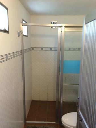 Ancarine Beach Resort: Terrible bathroom 3