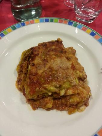 Residence Pizzo Scalino: Lasagne alla bolognese