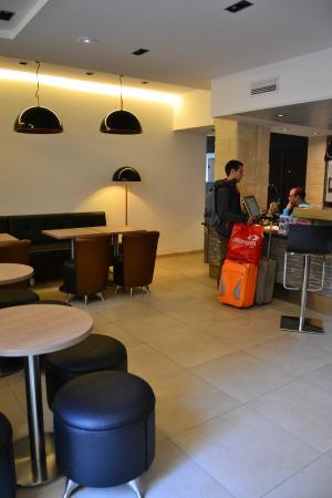 recepci n bild von hotel central n mes tripadvisor. Black Bedroom Furniture Sets. Home Design Ideas