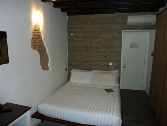 iRooms Spanish Steps: Doppelbett im iZen Raum