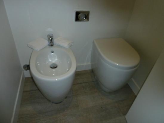 iRooms Spanish Steps: separate kleine Toilette im iZen Raum