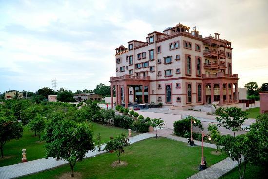 Piyush Palace Hotel