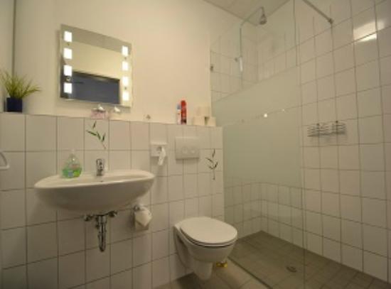 Arena Hostel Hamburg: Badezimmer