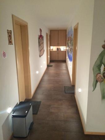Geisenhausen, Almanya: Gang zu den Zimmern