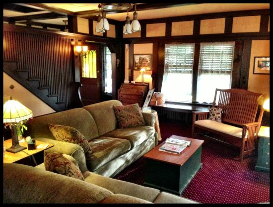 Bishop-Brighton Bed and Breakfast: living area