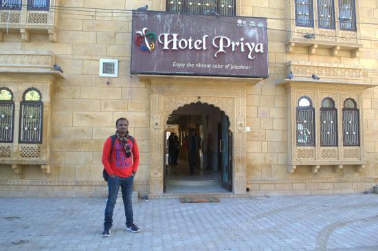 Hotel Priya : Outside Hotel