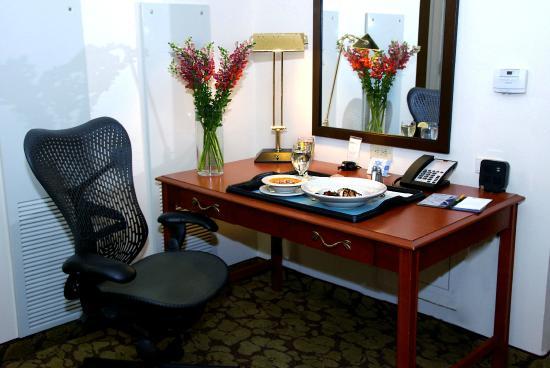 Hilton Garden Inn Temple: Work desk