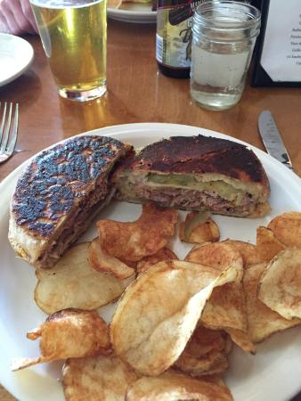 CJ's Grill: Cuban with homemade chips
