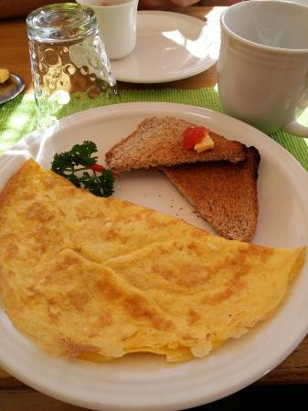 Cabinas Eddy B&B : Breakfast included!