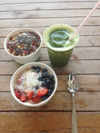 Island Naturals Cafe: Loaded oatmeal, acai bowl, green smoothie.