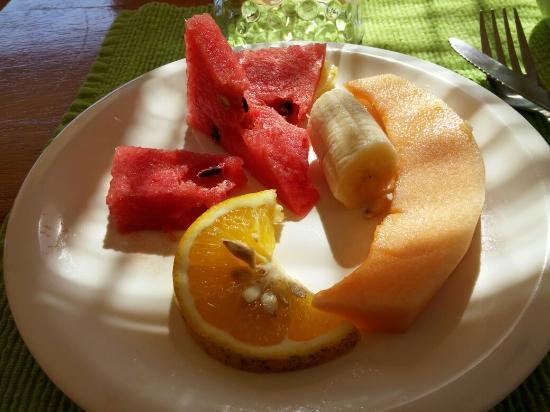 Cabinas Eddy B&B : Breakfast Starters... Great fruit