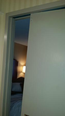 Charmant Omni Chicago Hotel: Disfunctional Pocket Door That We Had To Constantly Put  Back In The