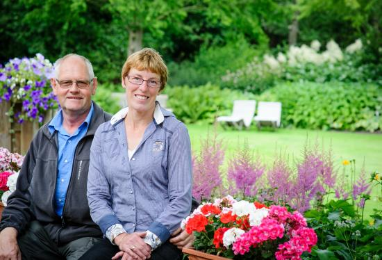 Hensbroek, Belanda: Frans en Corry