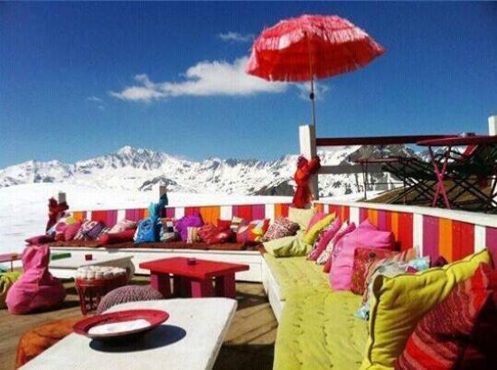 Bar d'Altitude L'Ouillette: Terrasse haute en couleur et très conviviale !