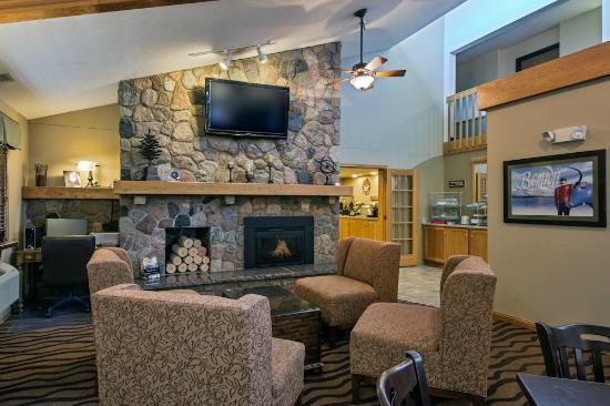 AmericInn Lodge & Suites Bemidji: Cozy Lobby with Fireplace