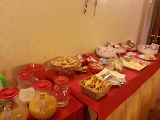 Residenza La Campana: Buffet Déjeuner