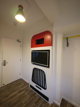 Panda's Hostel: Hot Dog Bus - Unique Park View Room