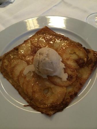 Le Castiglione : Sobremesa assada de maça com sorvete