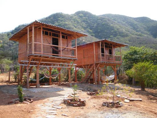 Dumaga cabanas picture of dumaga hostal taganga for Hostal luxury